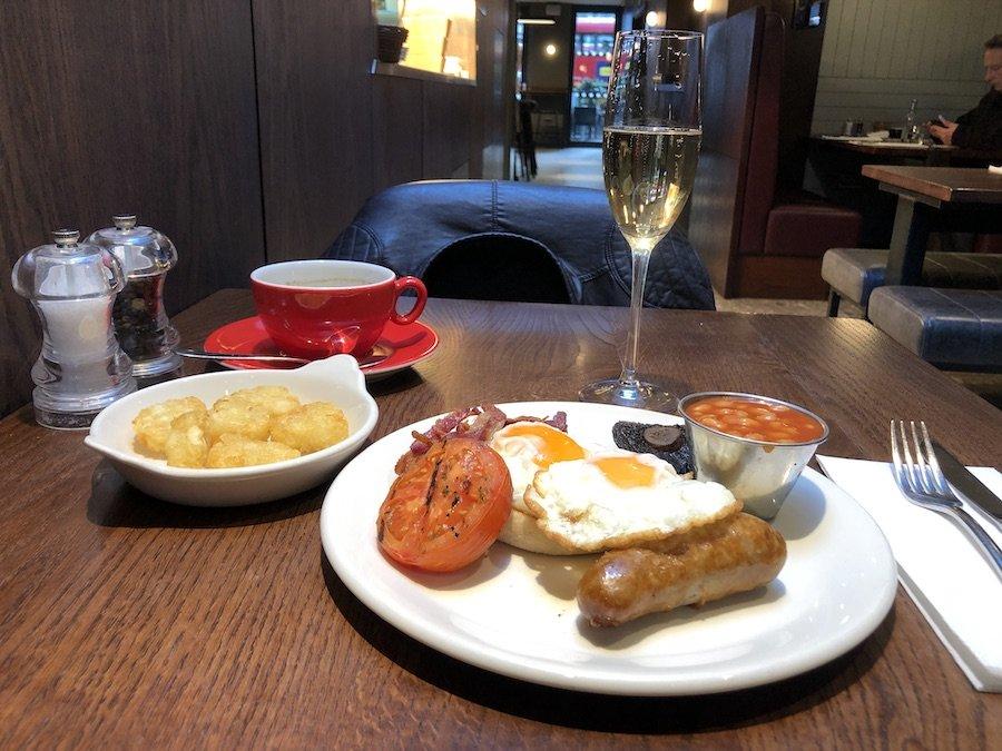 Anglická snídaně s proseccem